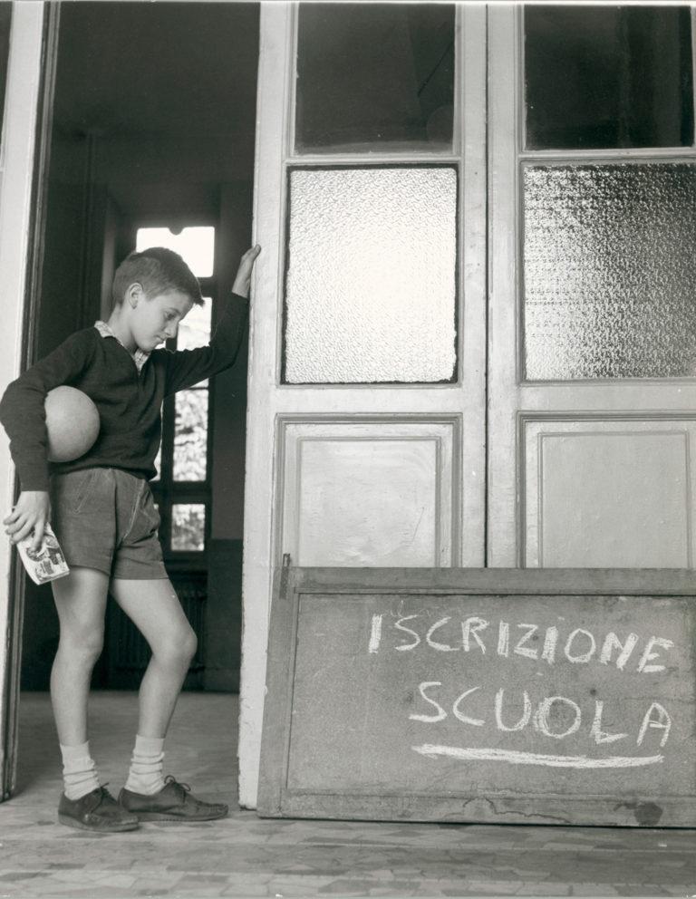 Iscrizione a scuola, Milano, 1964