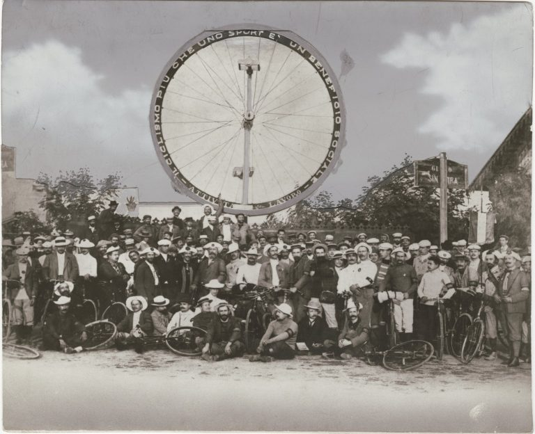 Un gruppo di ciclisti di Sanremo nel 1905