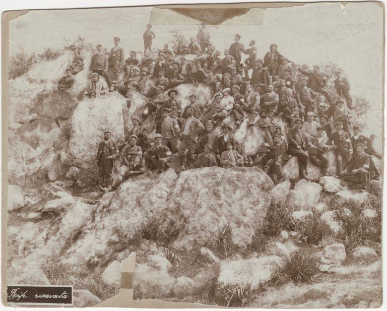 Ciclisti TCI sul monte Ortobene in Sardegna_1903